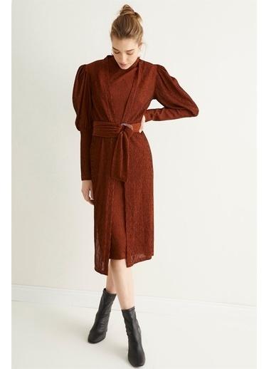Setre Kahverengi Dik Yaka Kuşaklı Midi Boy Elbise Kahve